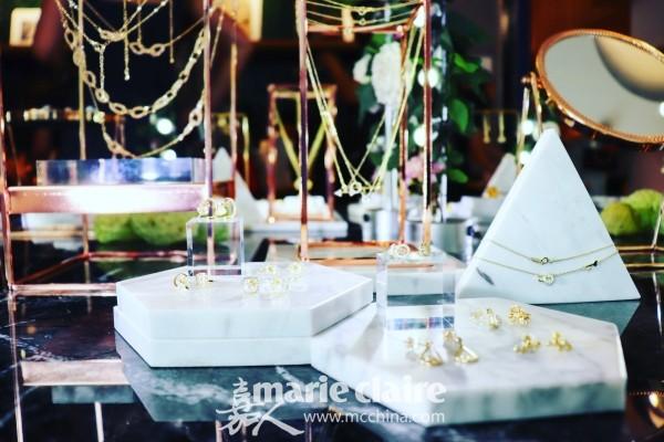 作为一家年轻的集合美饰平台,myFlair美范由华尔街金融律师邹钦女士、《时尚芭莎》前资深时装编辑金玉萌女士联手创立。平台试营业三个月,获创新工场创投基金天使轮融资。并于7月27日特别举办了庆祝酒会,并宣布myFlair美范轻珠宝平台正式上线营业!