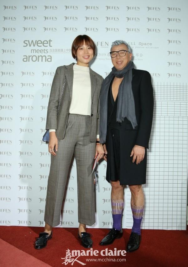 女排世界冠军曾春蕾与设计师Frankie Xie合影